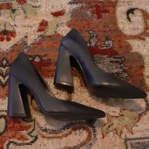 Chic Black Leather Nine West Pumps with Funky Heel
